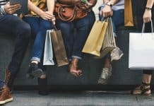 Friends with shopping bags in Reykjavik