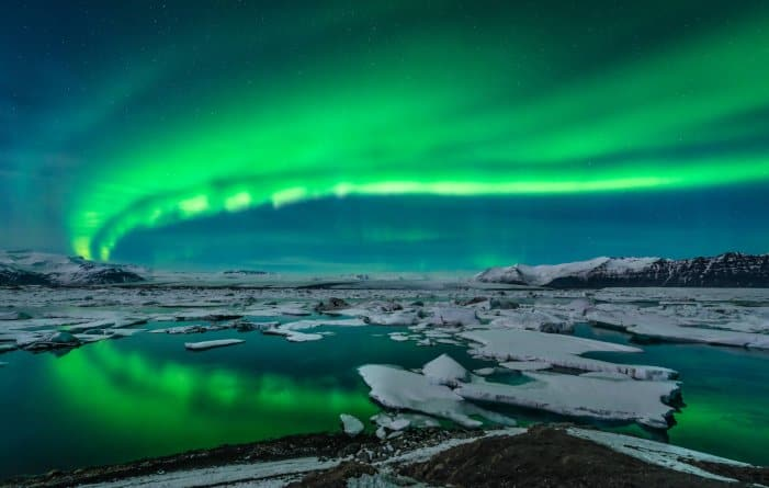 Green Northern Lights over Jökulsárlón glacier lagoon