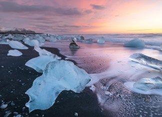 Jökulsárlón Glacier Lagoon at dawn with a beautiful purple light