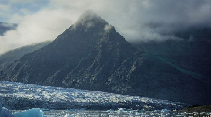 Iceland's weather in May: Mountains and icebergs