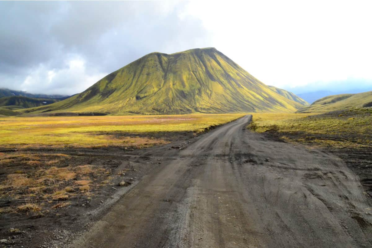 Highland F208 Iceland unpaved gravel road