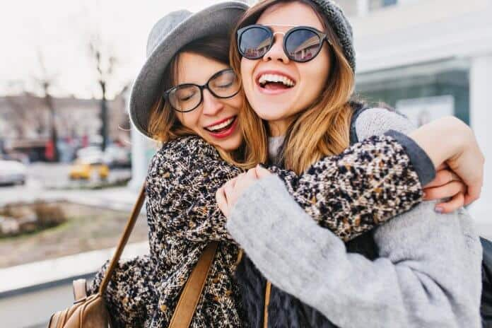 Two best friends traveling the world with WOW Air flight
