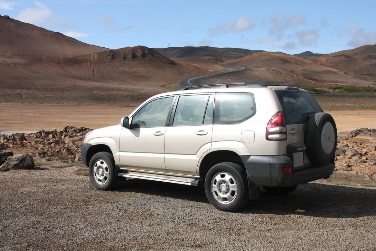 4-wheel drive SUV in Iceland
