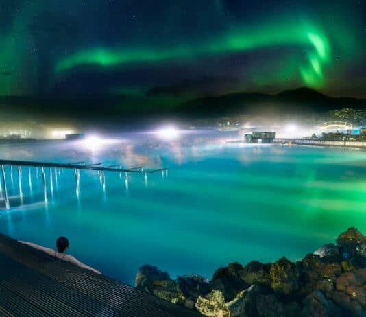 Luxury travel in Iceland at its best: The Northern Lights over the Blue Lagoon
