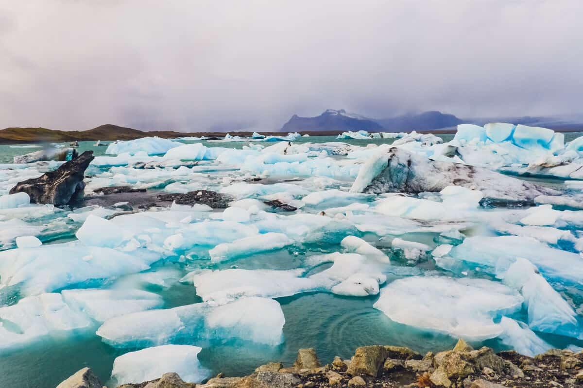 Iceland glacier melting into pieces